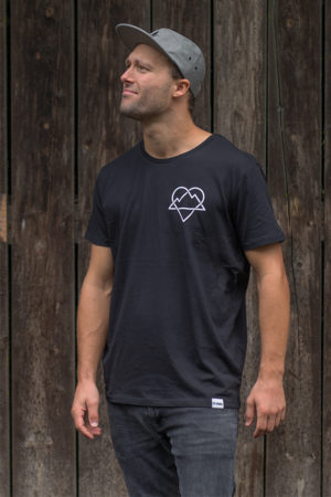 """Schneeverliebt Shirt """"Ewige Liebe"""" in schwarz"""