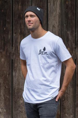"""Schneeverliebt Shirt """"Go Outside"""" in weiß"""