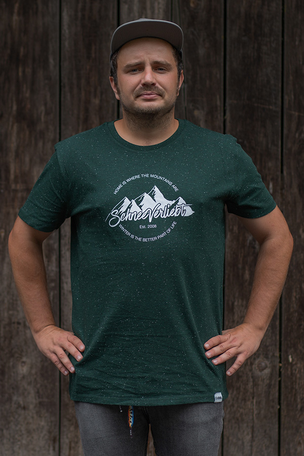 """Schneeverliebt Shirt """"Home is where the mountains are"""""""