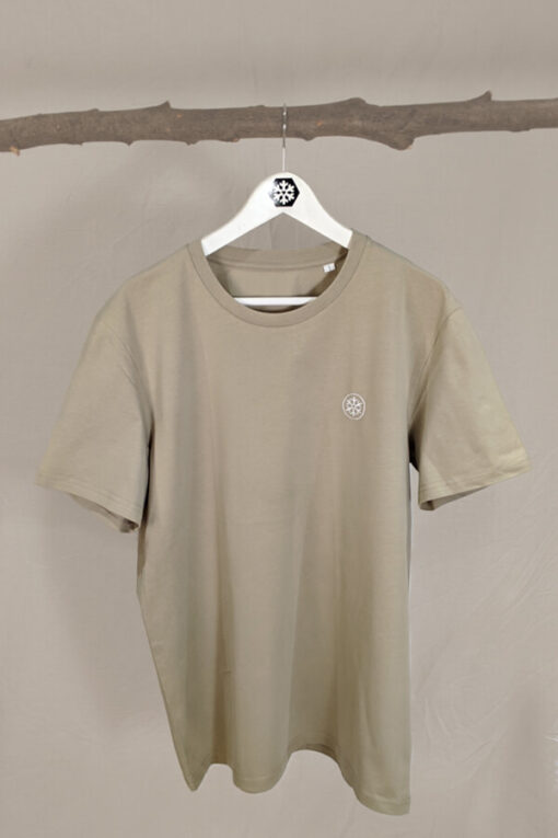 Shirt in Farbe Salbei mit Logo Stick